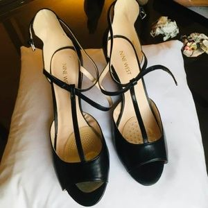 NINE WEST Black peep toe leather t- strap heels 9